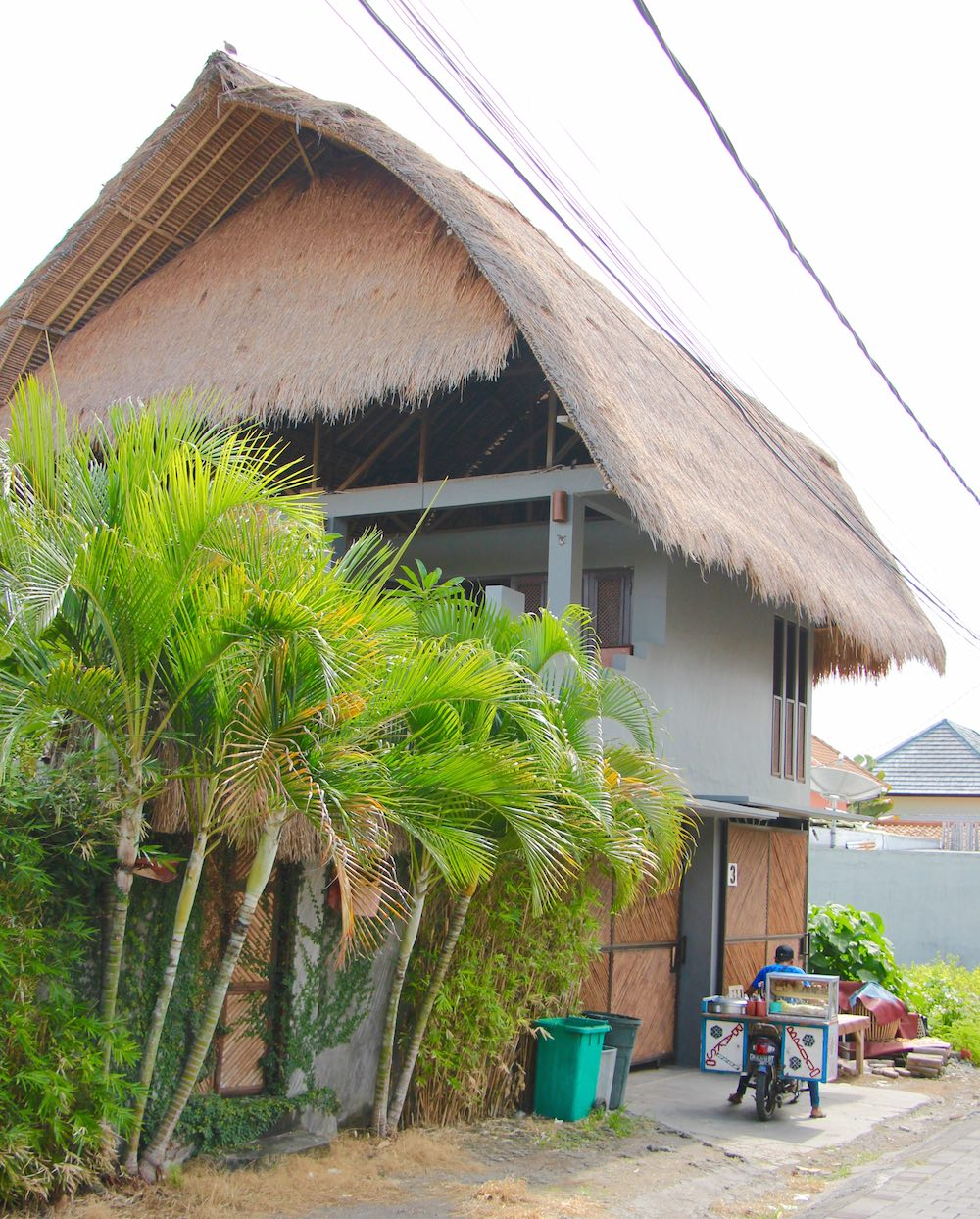 Balinese house and snack vendor on scooter in Canggu |curlytraveller.com