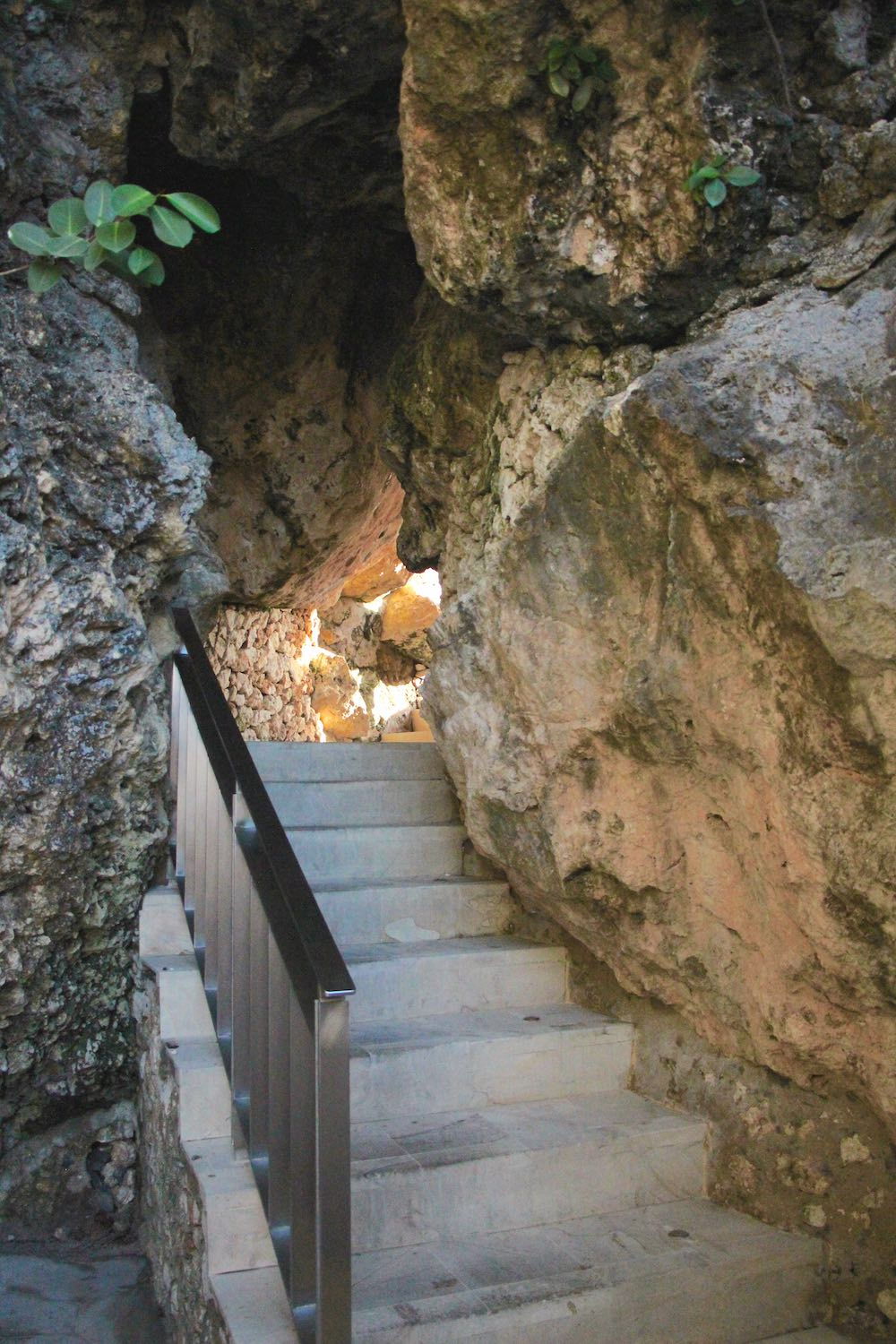 Stairs through the cliff wall at Rock Bar Bali |curlytraveller.com