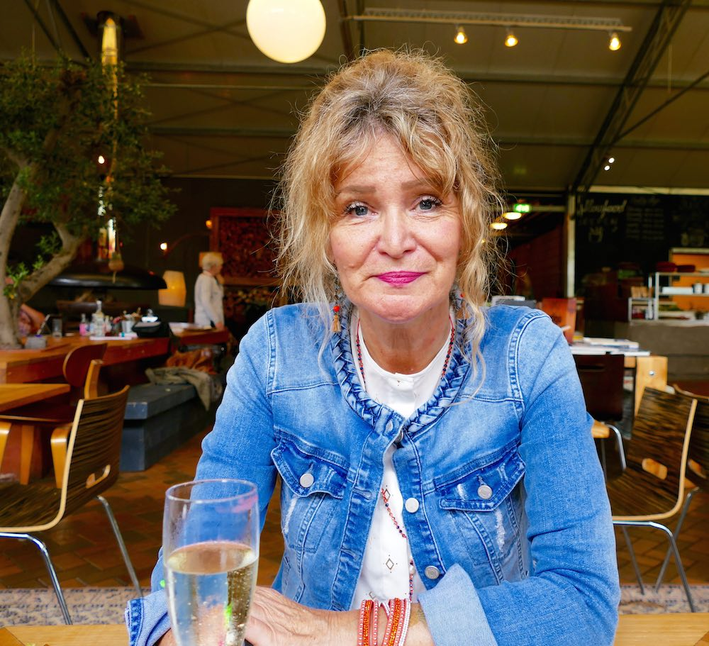 Woman with glas of bubbles during lunch |curlytraveller.com