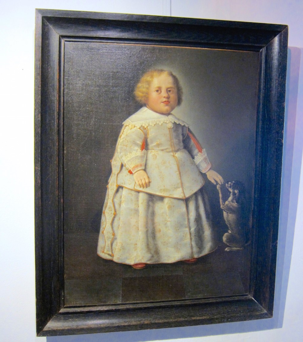 Painted portrait of a child at the Fraeylemaborg |curlytraveller.com