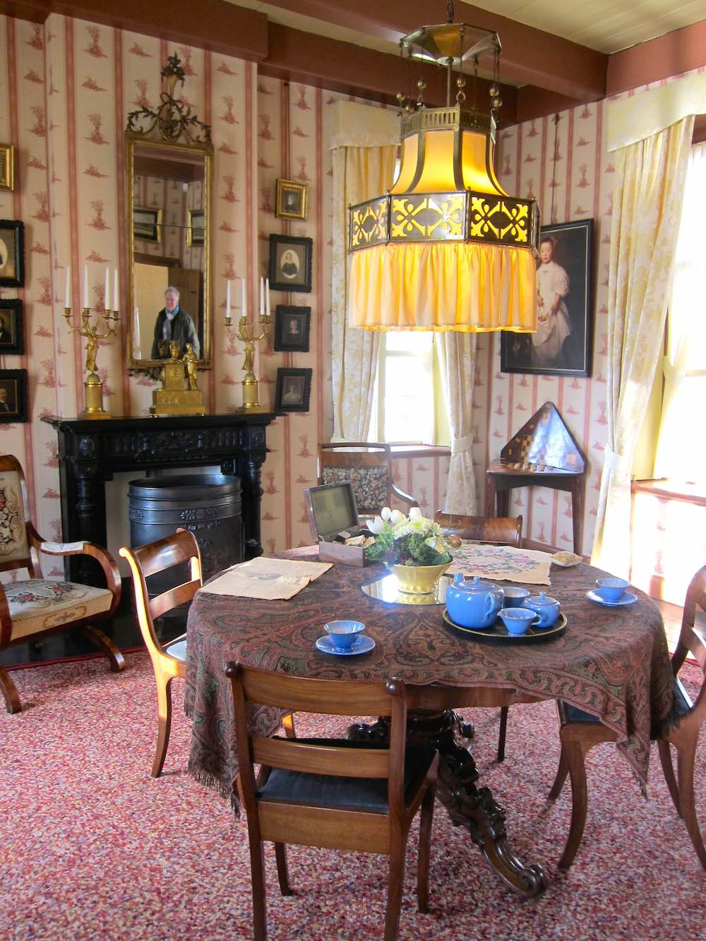 One of the rooms at the Fraeylemaborg |curlytraveller.com