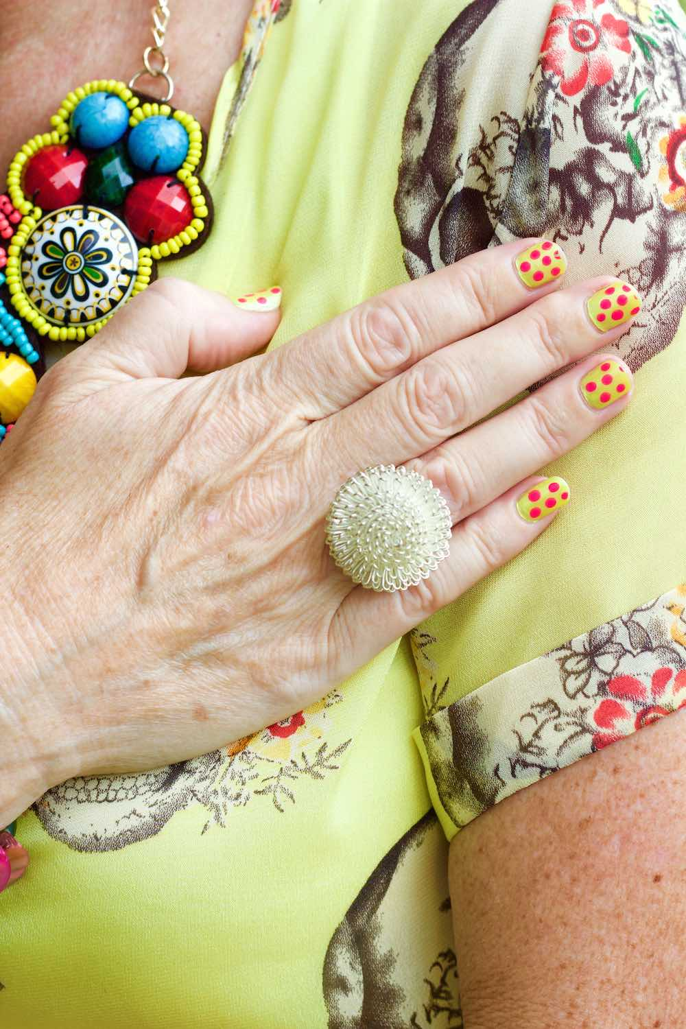 Nailpolish and accessories in yellow |curlytraveller.com