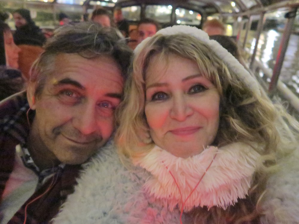 Couple bundled up in canal boat Amsterdam |curlytraveller.com