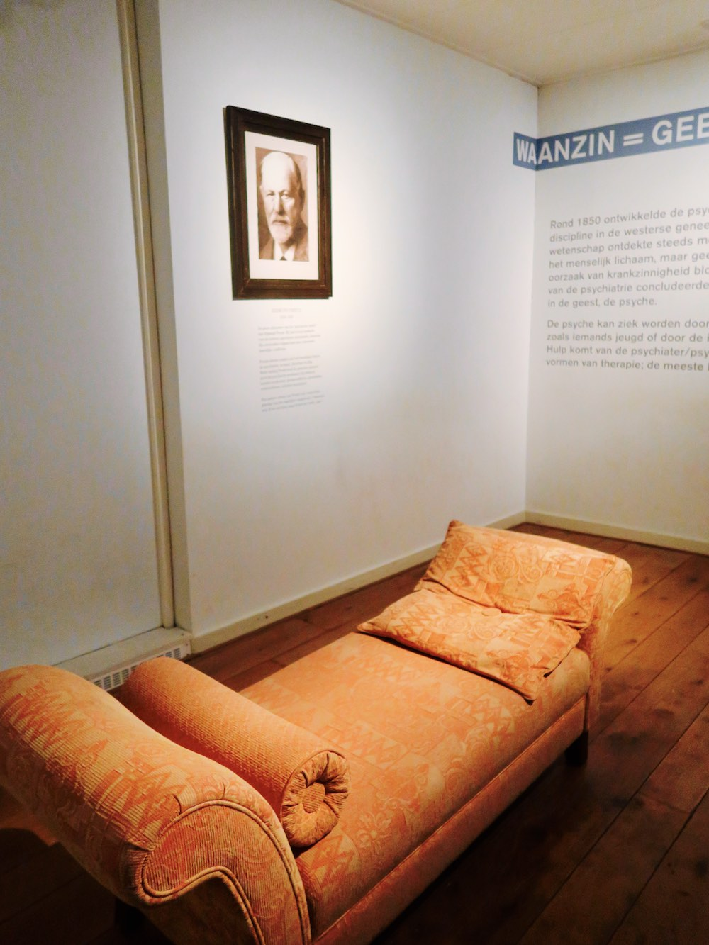 Freud and his sofa |curlytraveller.com