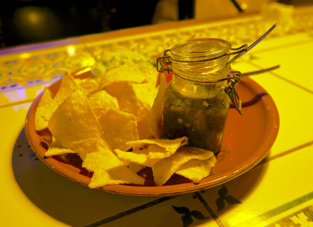 Tortialla chips and the works at La Cucaracha Zwolle |curlytraveller.com