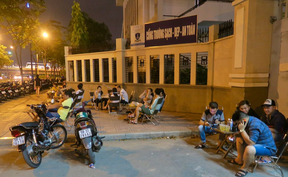 Popular local hangout with a view in Saigon |curlytraveller.com