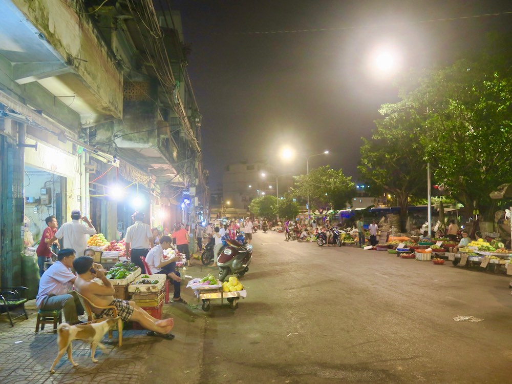 Local night market in Saigon |curlytraveller.com