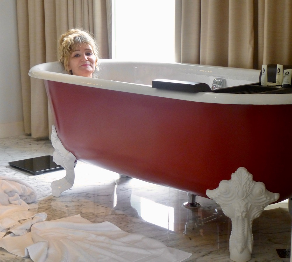 Woman taking a bath in claw-footed bath |curlytraveller.com