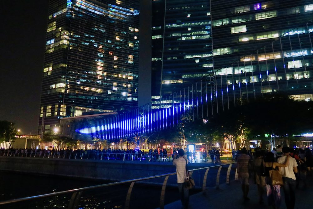 Northern Lights light art at iLight Marina Bay Singapore |curlytraveller.com