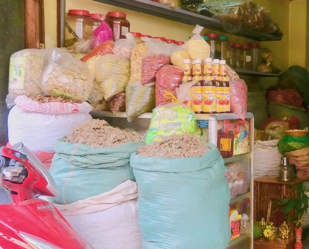 Chinese medicine store in Cholon Saigon |curlytraveller.com