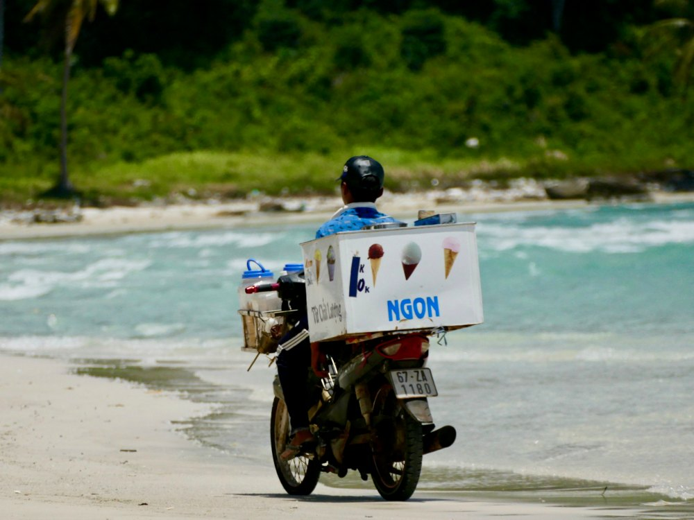 Ice cream vendor by bike |curlytraveller.com