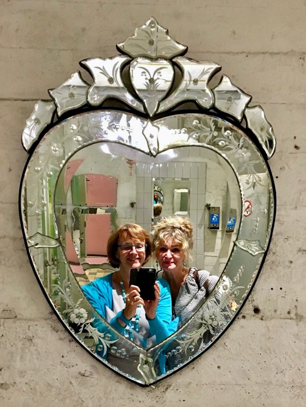 Women taking welfie in vintage mirror in Villa Augustus |curlytraveller.com