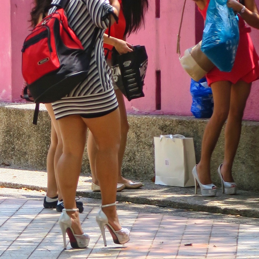 Women on ridiculously high heels |curlytraveller.com