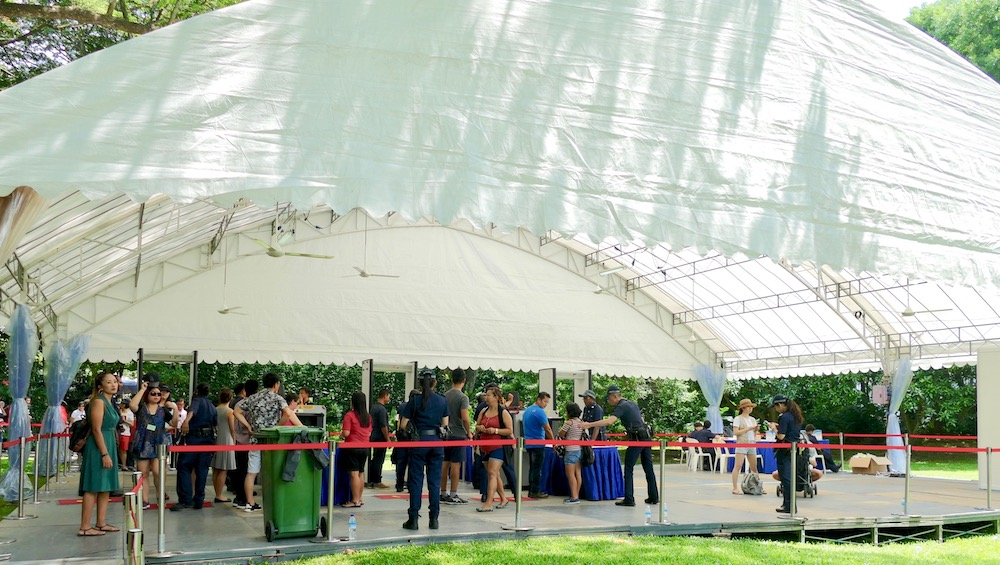 People queueing at the Istana Singapore |curlytraveller.com