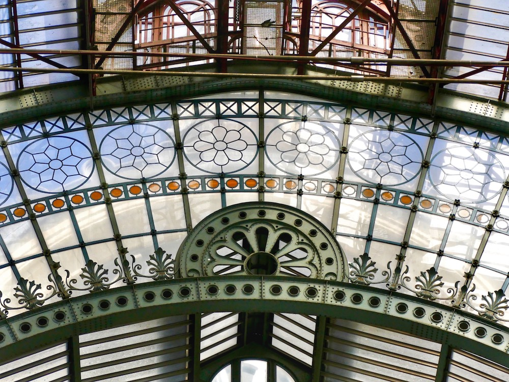 Floral shapes in cast iron and in glass at Antwerpen Centraal station |curlytraveller.com