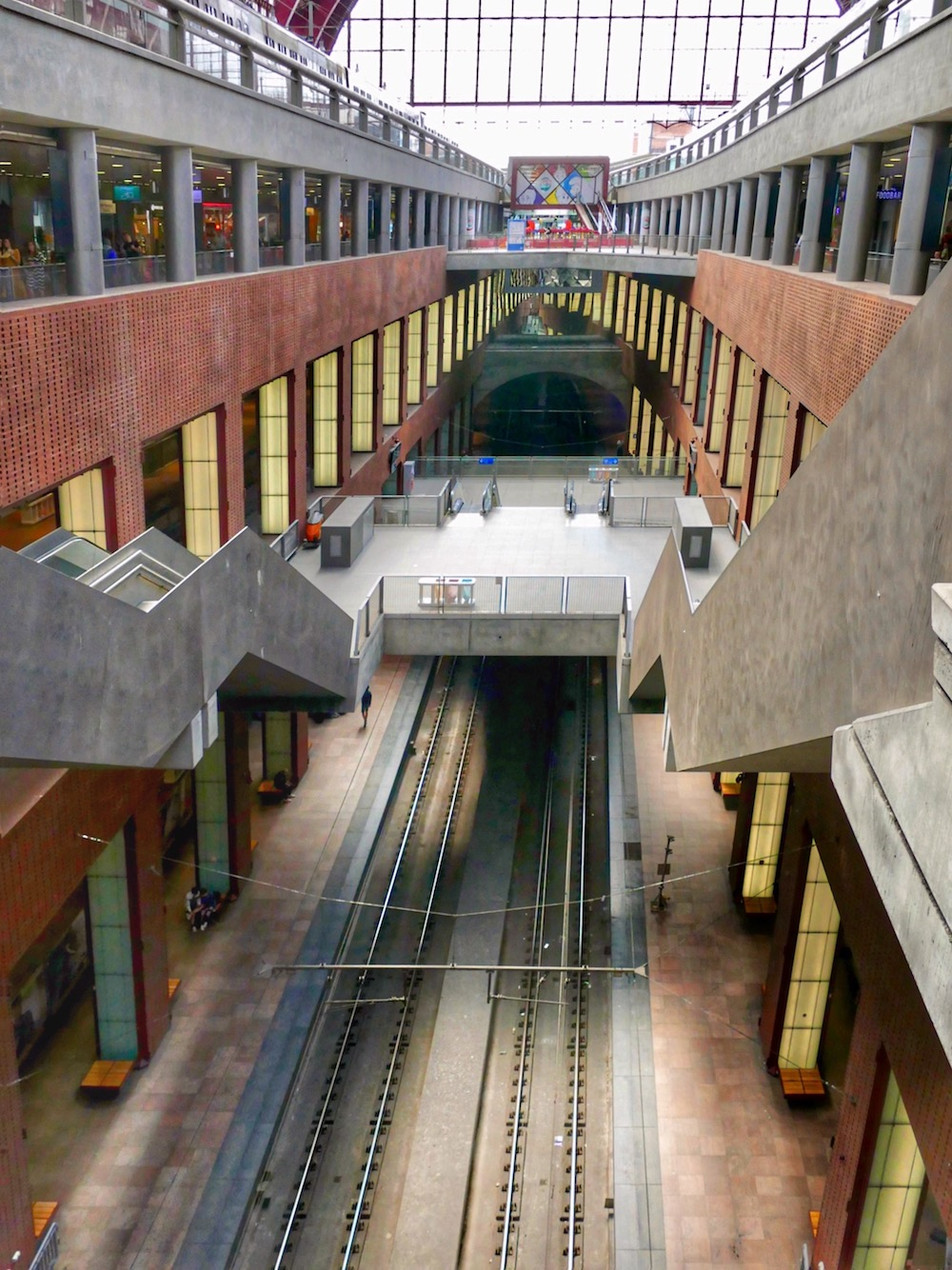 Different levels at Antwerpen Centraal railway station |curlytraveller.com