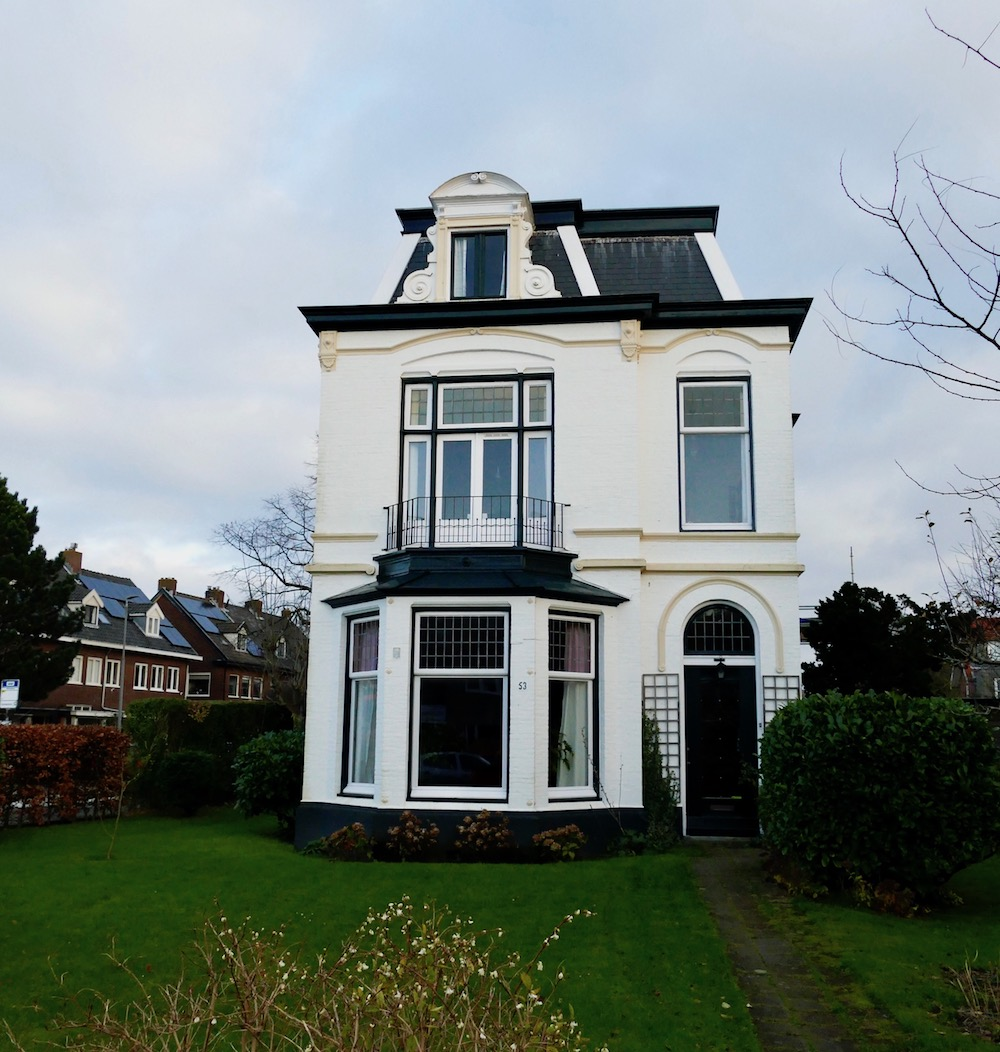 Pretty house in Overveen |curlytraveller.com