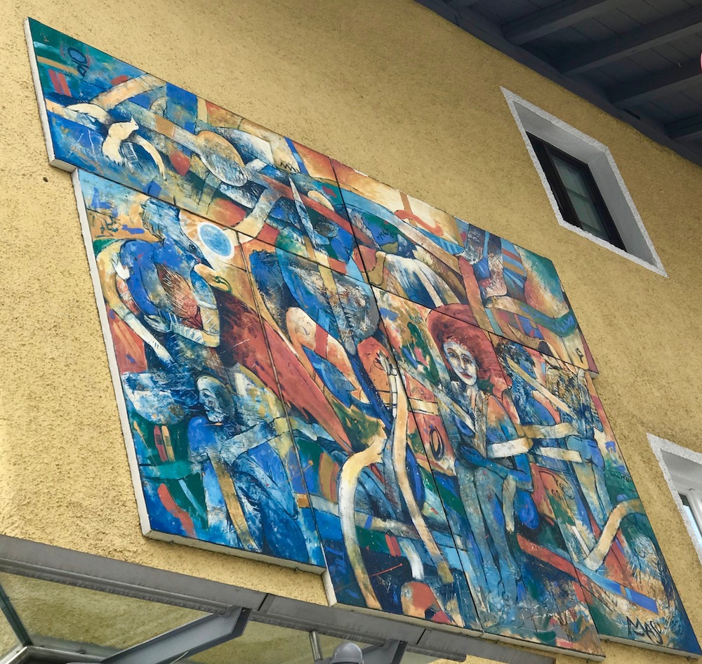 Art on building in St. Anton |curlytraveller.com