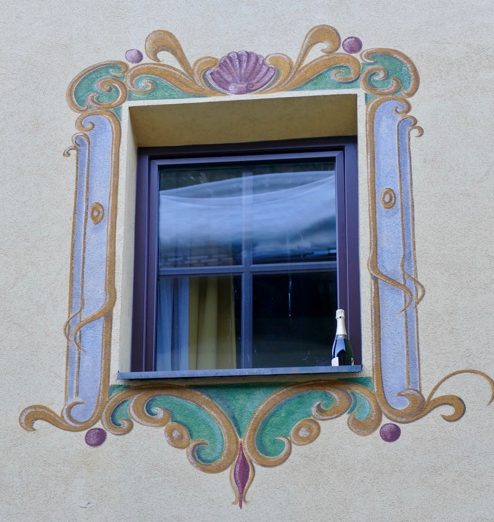 Champagne in a window in St. Anton |curlytraveller.com