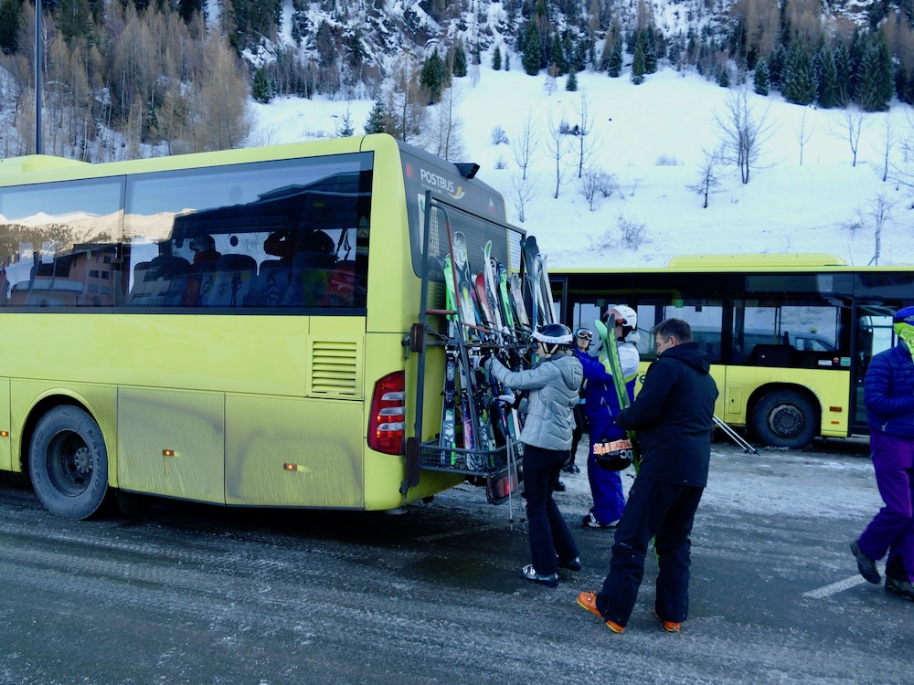 People taking the bus to Lech  curlytraveller.com