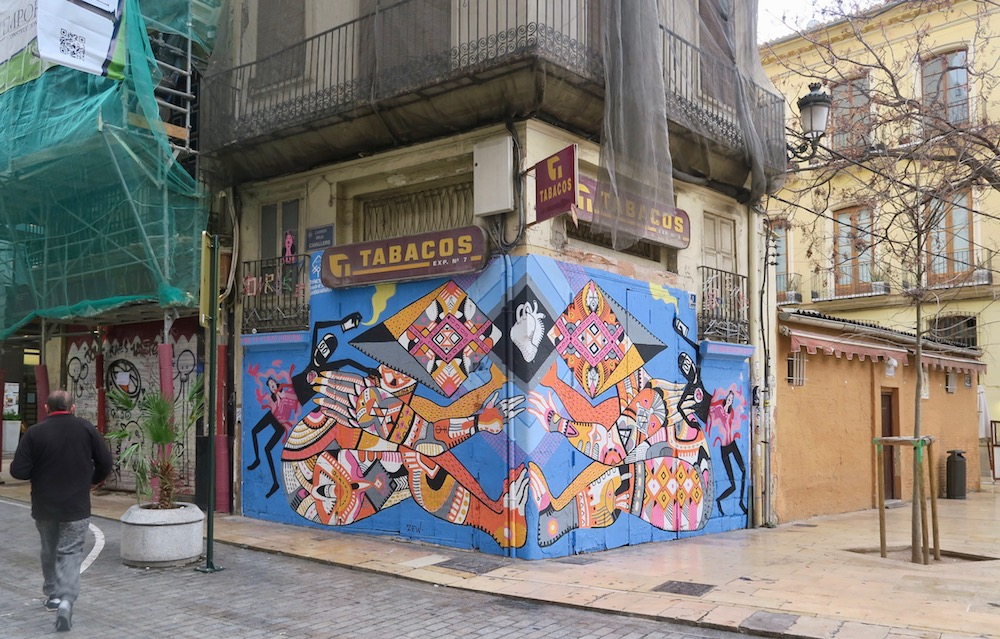 Collaborative street art in Valencia |curlytraveller.com
