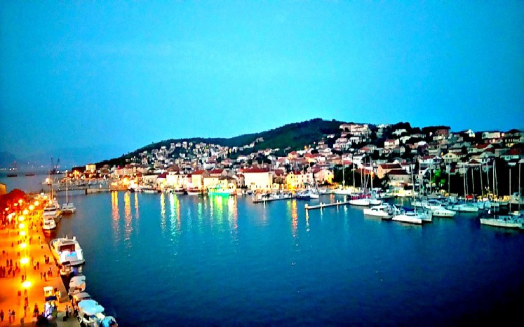 39-trogir-by-night-3