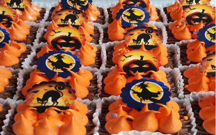 Słodycze na Dzień Zmarłych; wykonanie i własność: https://www.instagram.com/thebakeryshop/