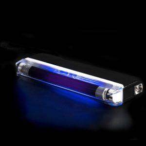 Linternas especial mini de luz negra medida 16x6x2cm.
