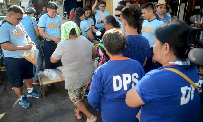 Feeding sa mga taong kalye at street sweeper (2)