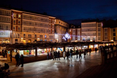Mercado navideño frente a la Catedral de Burgos