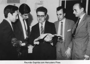 Herculano Pires en una reunión