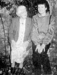 Jenny Cockell al lado de su hija Phillips