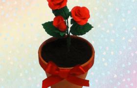 Maceta decorada con rosas de fondant por Rosa Quintero
