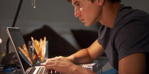Cursos e Empregos o-TEEN-STUDYING-LATE-facebook-580x290 Concurso INSS divulga Resultado Final