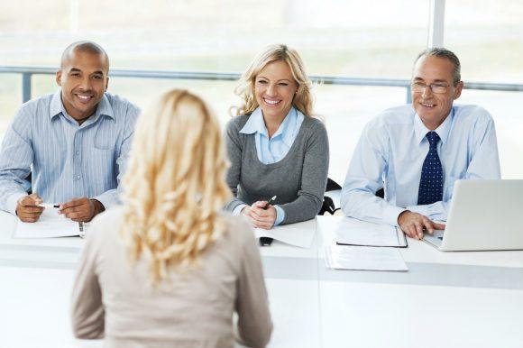 Mitos e verdades nas entrevistas de emprego (imagem ilustrativa) [url=http://www.istockphoto.com/search/lightbox/9786622][img]http://dl.dropbox.com/u/40117171/business.jpg[/img][/url]