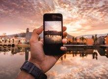cada vez son más las personas que utilizan su móvil para tomar fotografías en sus viajes y acontecimientos