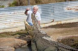 qcc0085-koorana-crocodile-farm-feeding-crocodiles-near-rockhampton-qld-_dsc9560