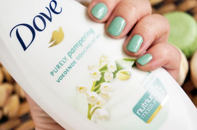 0023 - Dove Purely Pampering douchecrème Pistache & Meiklokjes
