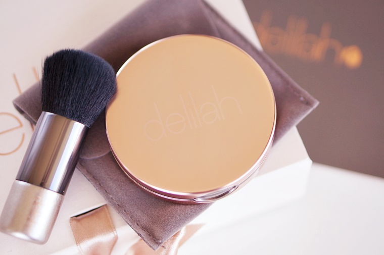 delilah cosmetics pure light compact illuminating powder aura 2 - delilah Cosmetics | Pure Light compact illuminating powder Aura