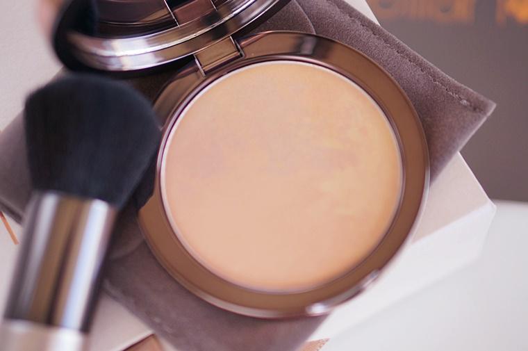 delilah cosmetics pure light compact illuminating powder Aura