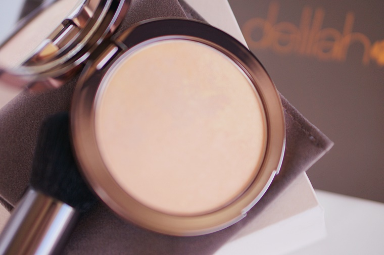 delilah cosmetics pure light compact illuminating powder aura 4 - delilah Cosmetics | Pure Light compact illuminating powder Aura