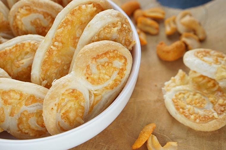 knapperige kaasvlinders recept 5 - The Cookie Bakery | Knapperige kaasvlinders