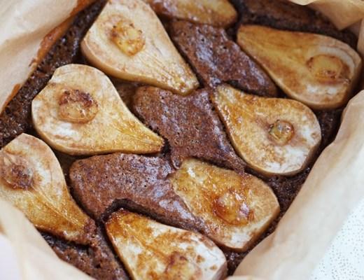 gembercake met peer en kardemom recept