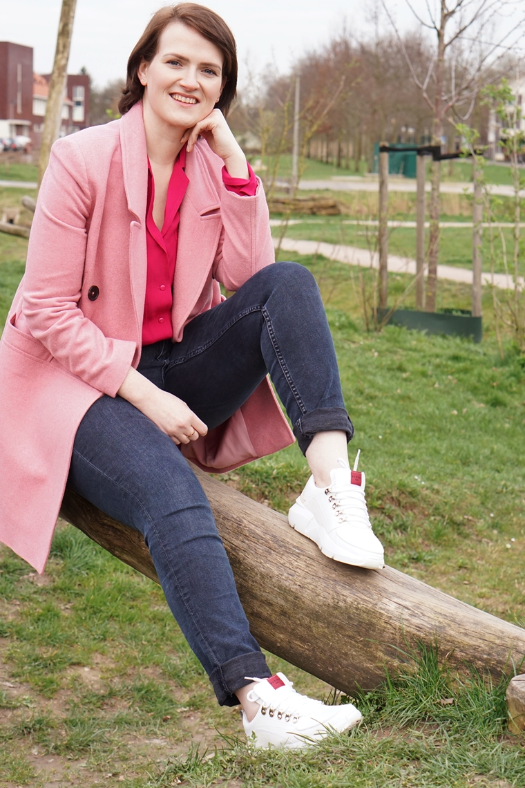 outfit of the day roze jas witte sneakers 2 - Outfit of the day | Pink jacket & a pair of fresh whites