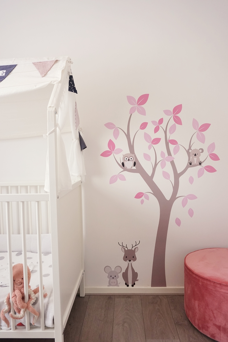 muurstickerstunter ervaring muursticker 2 - Cate's room | Een leuke bloesemboom muursticker