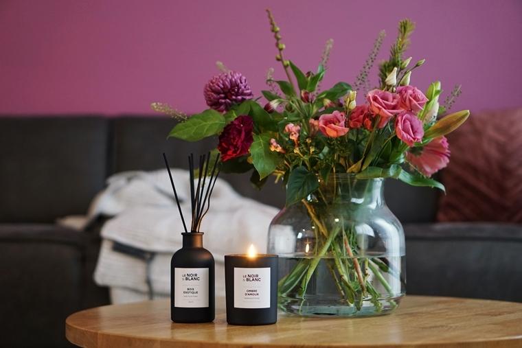 karwei le noir blanc geurstokjes geurkaars 1 - Interieurtip | Karwei lanceert Le Noir & Blanc woongeurlijn