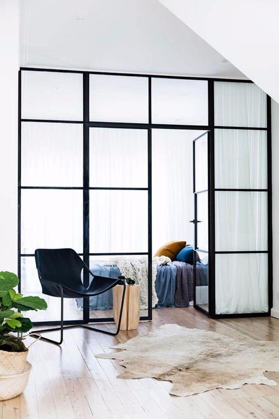 ruimtelijk interieur binnendeur met glas staal 2 - Home | 3x Een ruimtelijk interieur creëren (zoals met een glazen binnendeur)