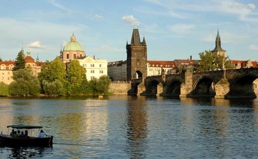 Karelsbrug Praag smal - Travel | Stedentrip naar Praag!