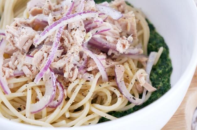 budget recept pasta tonijn spinazie 1 - €3,- food challenge | Pasta met spinazie en tonijn
