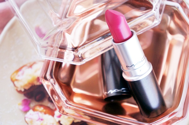 mac is beauty preening diva ish review swatches 3 - MAC is beauty | Preening eyeshadow & Diva-ish lipstick